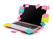 Image d'ordinateur portable complètement des rappels collants colorés de notes Photographie stock libre de droits