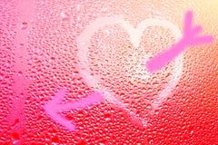 Image d'un coeur et un point d'interrogation sur une fenêtre misted humide Emo Photos libres de droits