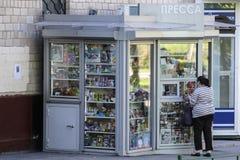 Image d'un kiosque de rue à Moscou image stock