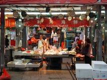 Image d'un magasin vendant des fruits de mer près de la rue de mesure images libres de droits