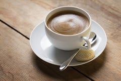 Image d'une tasse de café sur un suacer Images libres de droits