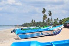 Image de bateau sur la plage images libres de droits