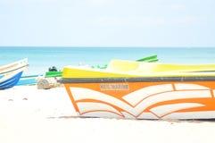 Image de bateau sur la plage photos stock