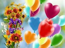 Image de belles fleurs et de ballons colorés sur le fond de ciel Image libre de droits