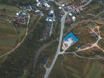image de bourdon vue aérienne de secteur de montagne rural en Slovaquie, vil images libres de droits