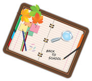 Image de carnet, de portefeuille, de journal intime avec le signe de nouveau à l'école et de fournitures scolaires, équipement, a Images stock