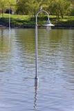 image de courriers de lumières dans l'eau Photos stock