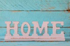 image de décoration en bois de signe de vintage sur la table en bois Images stock