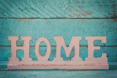 image de décoration en bois de signe de vintage sur la table en bois Photographie stock libre de droits