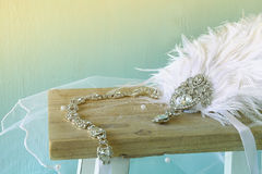 Image de décoration gatsby de tête de diamant de style avec des plumes Photographie stock