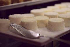 Image de dessert Gelée blanche avec la poudre de noix de coco, beaucoup photo stock