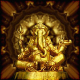Image de Dieu indou Ganesha de sculpture d'or. Photographie stock