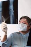 Image de examen de docteur mûr rayon X Images stock