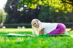 Image de fille sportive occupée dans la forme physique Images libres de droits