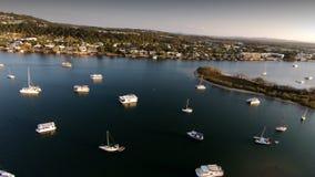 Image de film aérienne des amarrages de bateau de Noosa images libres de droits