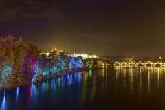 Image de HDR de l'installation magique de jardin par le maître finlandais des effets de la lumière mobiles Kari Kola au festival  photographie stock