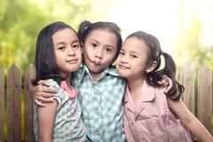 Image de la petite fille trois asiatique ayant l'amusement et jouant ensemble Photo stock