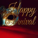 Image de masque vénitien élégant de bleu et d'or au-dessus de fond rouge Photographie stock libre de droits