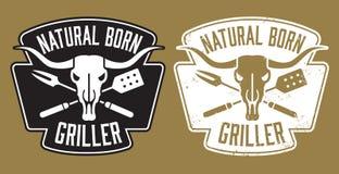 Image de naissance de barbecue de gril avec le crâne de vache et les ustensiles croisés Photo stock