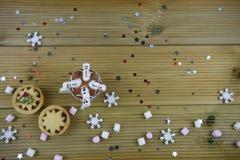 Image de nourriture et de boissons de photographie de Noël avec la tasse de chocolat chaud et les mini guimauves formées en tant  Images stock