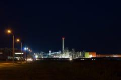 Image de nuit d'usine chimique Image libre de droits