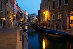 Image de nuit de Venise, Italie photographie stock libre de droits