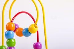 Image de plan rapproché de jouet de boule de coster de rouleau de perles sur le backgroun blanc Photos libres de droits