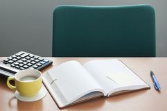 Image de plusieurs objets sur la table Photo stock