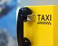 Image de téléphone de taxi dans l'aéroport Images libres de droits