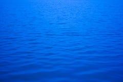 Image de tache floue de la rivière, du lac, de la mer ou de l'océan Photos stock
