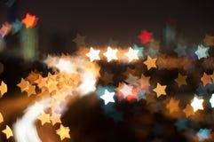 Image de tache floue de ville de Kuala Lumpur, forme de bokeh d'étoile avec la traînée légère Photographie stock libre de droits