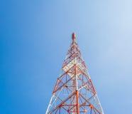 image de tour de Télé--radio avec le ciel bleu pour l'utilisation de fond photographie stock