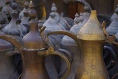 Image de vieilles et traditionnelles théières ils sont beaux comme élément décoratif pour un touriste images libres de droits