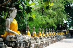 Image de vieux temple ruiné par Bouddha Photo libre de droits