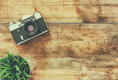 Image de vue supérieure de vieil appareil-photo de vintage Rétro filtré Photos stock