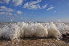 Image dramatique des vagues Photographie stock libre de droits