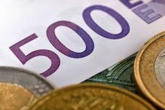 image financière conceptuelle de pièces de monnaie de billets de banque euro Photographie stock