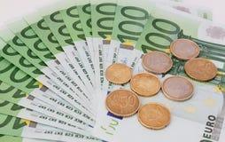 image financière conceptuelle de pièces de monnaie de billets de banque euro Photos libres de droits