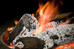 Image of a fire pit at night Royalty Free Stock Images