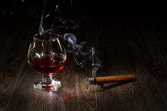 Glass of cognac and sigar Royalty Free Stock Photos