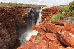 Image grande-angulaire des chutes situées le plus à l'est sur le Roi George River photos stock