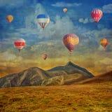 Image grunge des ballons à air chauds colorés Photo stock