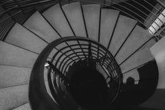 Image noire et blanche d'escalier en spirale photographie stock