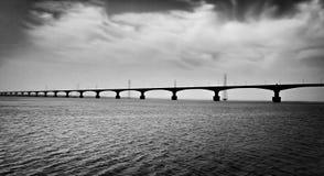 Image noire et blanche d'un pont Images libres de droits