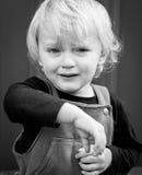 Image noire et blanche pleurante de garçon Images stock