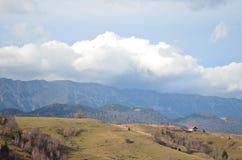 Image panoramique des Carpathiens orientaux, réservation naturelle de Piatra Craiului, Roumanie Images libres de droits