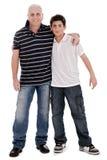 Image positive d'un garçon caucasien avec son père photographie stock libre de droits