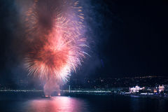 Feux d'artifice sur l'eau Photos libres de droits