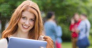 Image produite par Digital de diverses équations avec l'étudiant universitaire de sourire à l'arrière-plan Images stock
