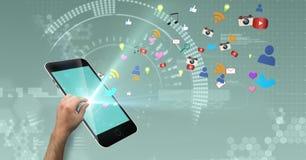 Image produite par Digital de téléphone intelligent émouvant de main avec des icônes volant à l'arrière-plan illustration stock